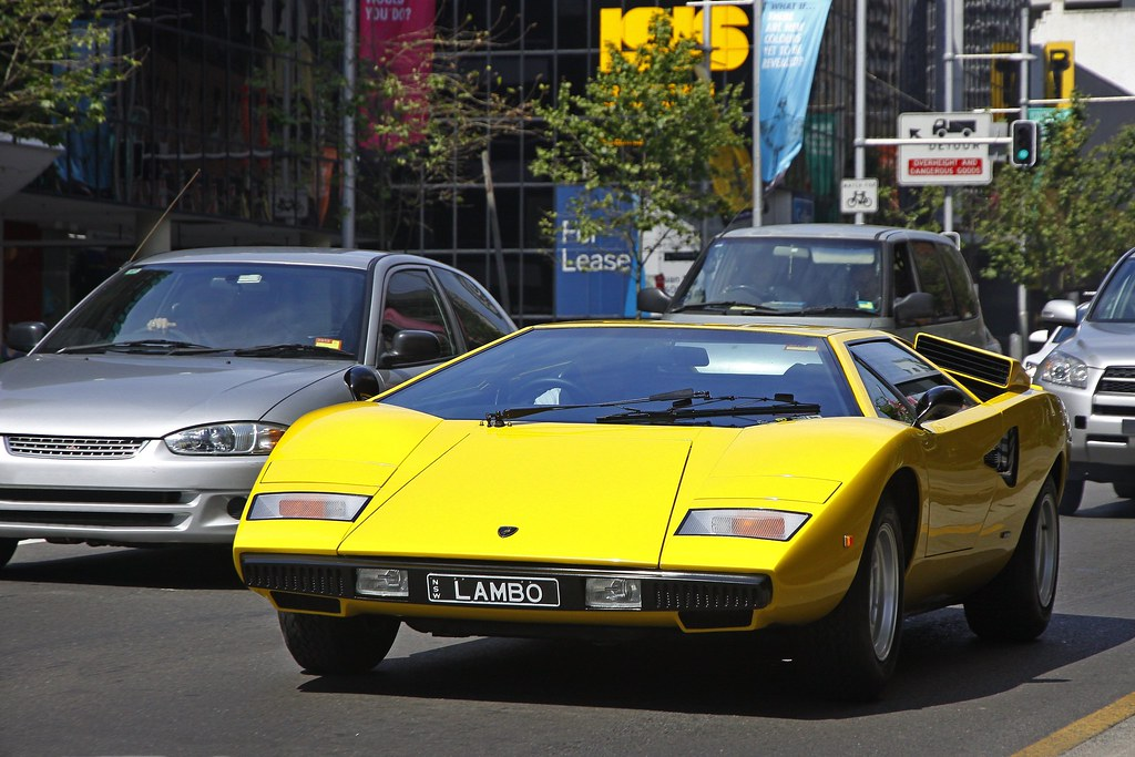 old school amazing lamborghini countach spotted near. Black Bedroom Furniture Sets. Home Design Ideas