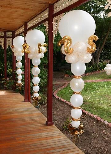Figuras de globos colgantes columnas de globos colgantes - Decoracion bodas con globos ...