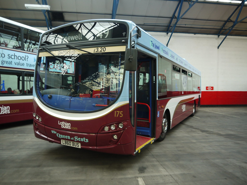 Lothian Buses 175 Lb60 Bus Doors Open Day Central
