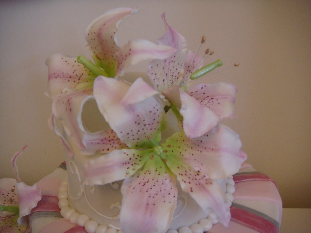 Lily Flower Cake The Lilies Are Made To Scale And Are Made Flickr