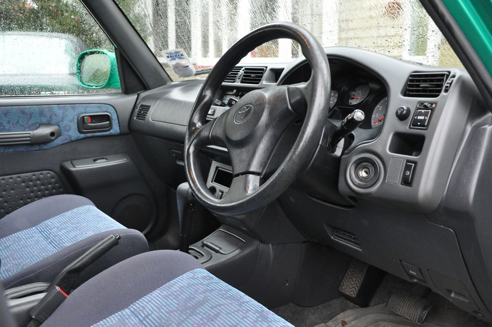 Toyota RAV4 2.0i interior | A 1998 Toyota RAV4 2.0i These ar… | Flickr
