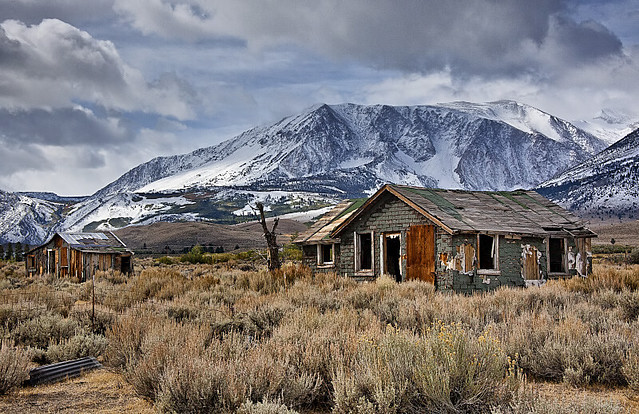 2 old cabins in the eastern sierra nevada flickr photo for Sierra nevada cabine