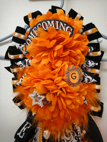 Homecoming Mums 2011 | by cynthsmthrmn