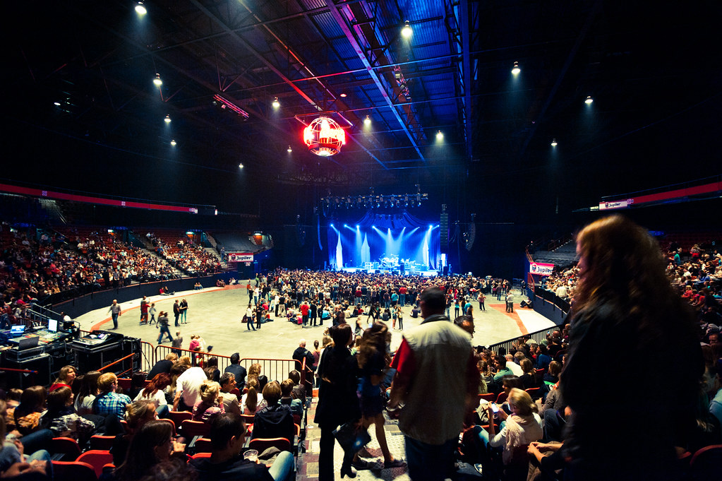 Avril lavigne live concert forest national brussels 0752 for 18th floor balcony live
