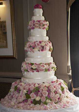 8 Tier Wedding Cake with Fresh Flowers | Lisa Hilton | Flickr