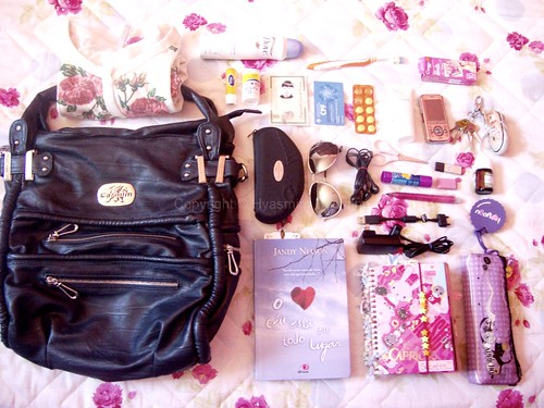 What's in my bag (: | by - kiki s.