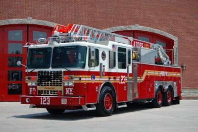 FDNY - NEW Ladder 123 | NEW Ferrara Ladder 123 As Seen On Fe ...