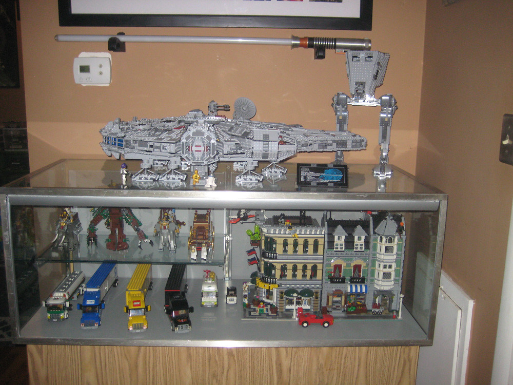 display case | UCS Millennium Falcon and Imperial AT-ST ...