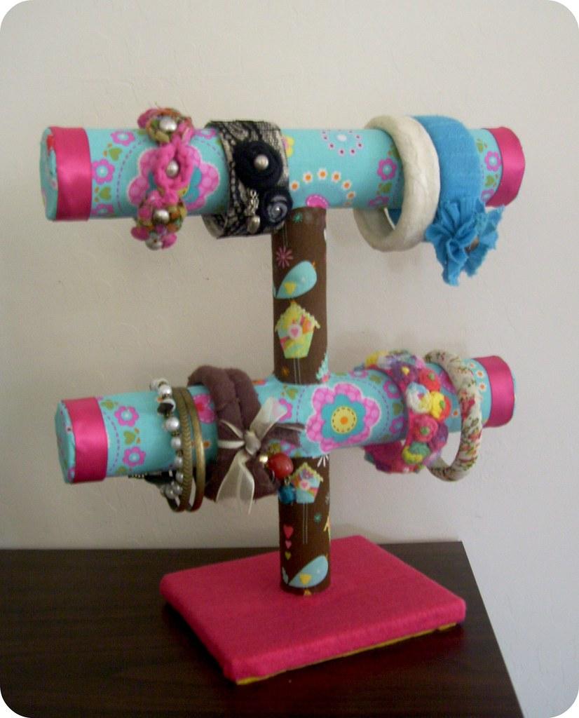 Portapulseras hecho con tubos de carton mira el tutorial - Manualidades con rollos de papel higienico para navidad ...