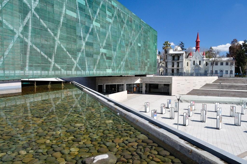 Museo de la memoria y los derechos humanos santiago chi for Construccion de piscinas santiago chile