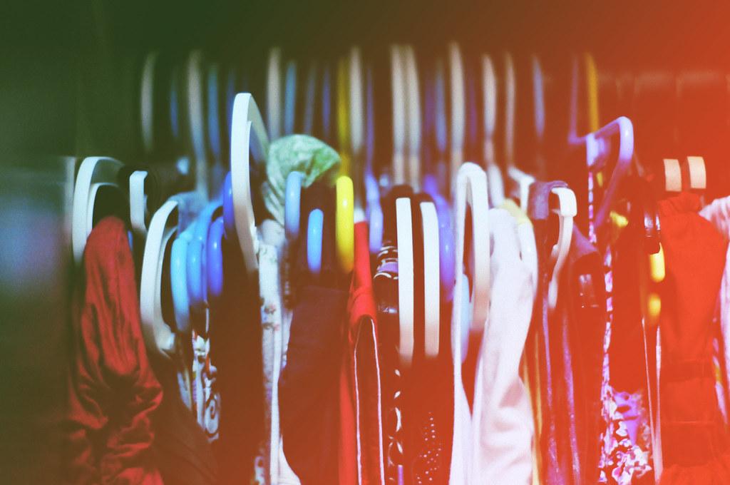 Dating ariane clothing racks