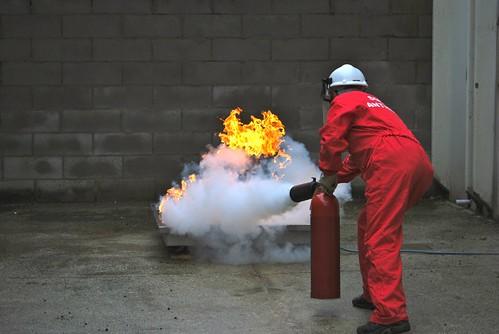 Prova di spegnimento con estintore a biossido di carbonio