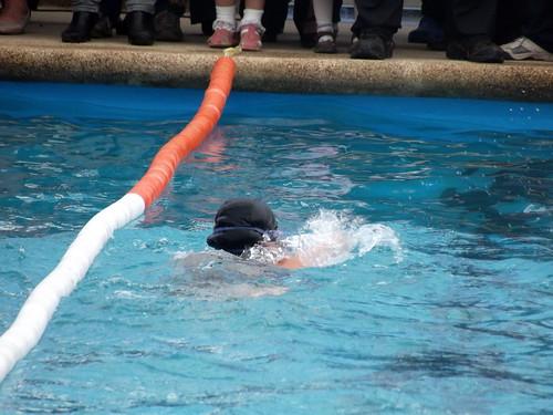 Inauguraci n de piscina temperada en re aca alto con una for Temperatura piscina climatizada