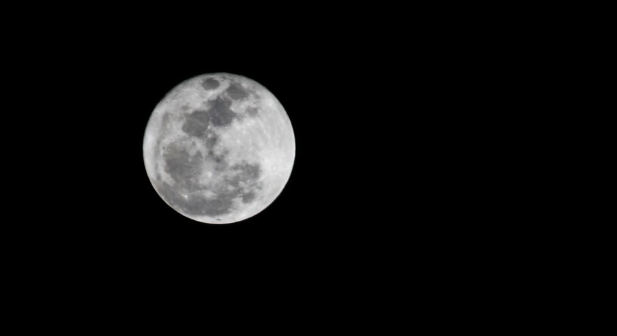 Luna llena bajo la misma luna victor najera flickr for Mural la misma luna