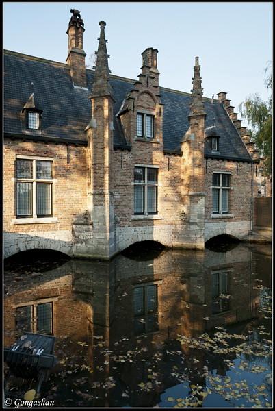 Maison sur le canal bruges e13 diaporama belge dsc1017 for B b maison printaniere bruges