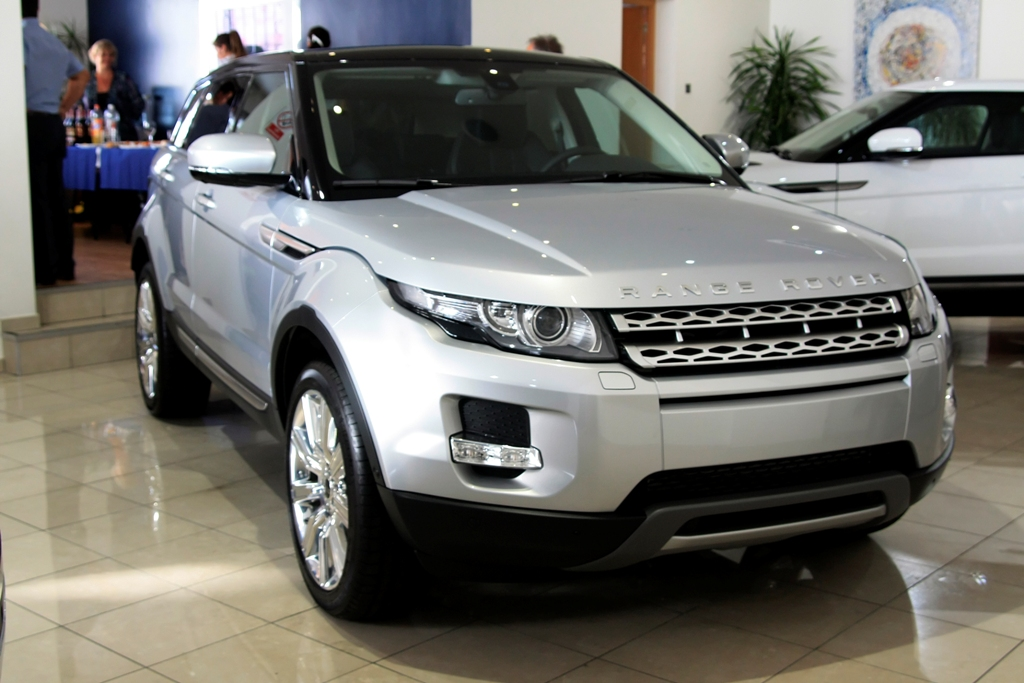 range rover evoque official launch of the range rover. Black Bedroom Furniture Sets. Home Design Ideas
