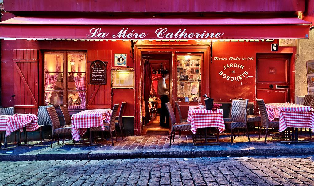 montmartre at night la m re catherine restaurant paris. Black Bedroom Furniture Sets. Home Design Ideas