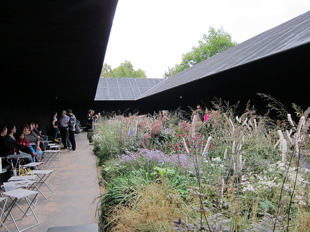 Peter zumthor serpentine pavilion 3 24 september 2011 for Piet oudolf serpentine gallery