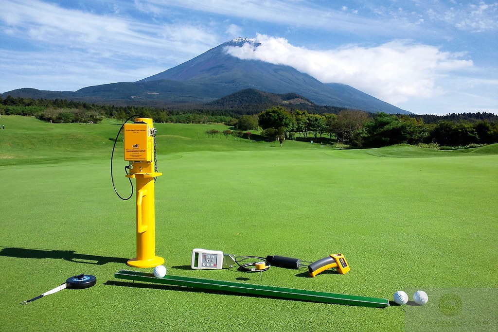 bentgrass putting green with measuring tools, Yamanashi