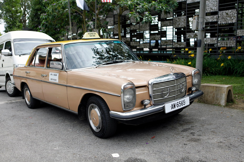 Old mercedes benz 240d taxi simon hung flickr for Mercedes benz 240 d