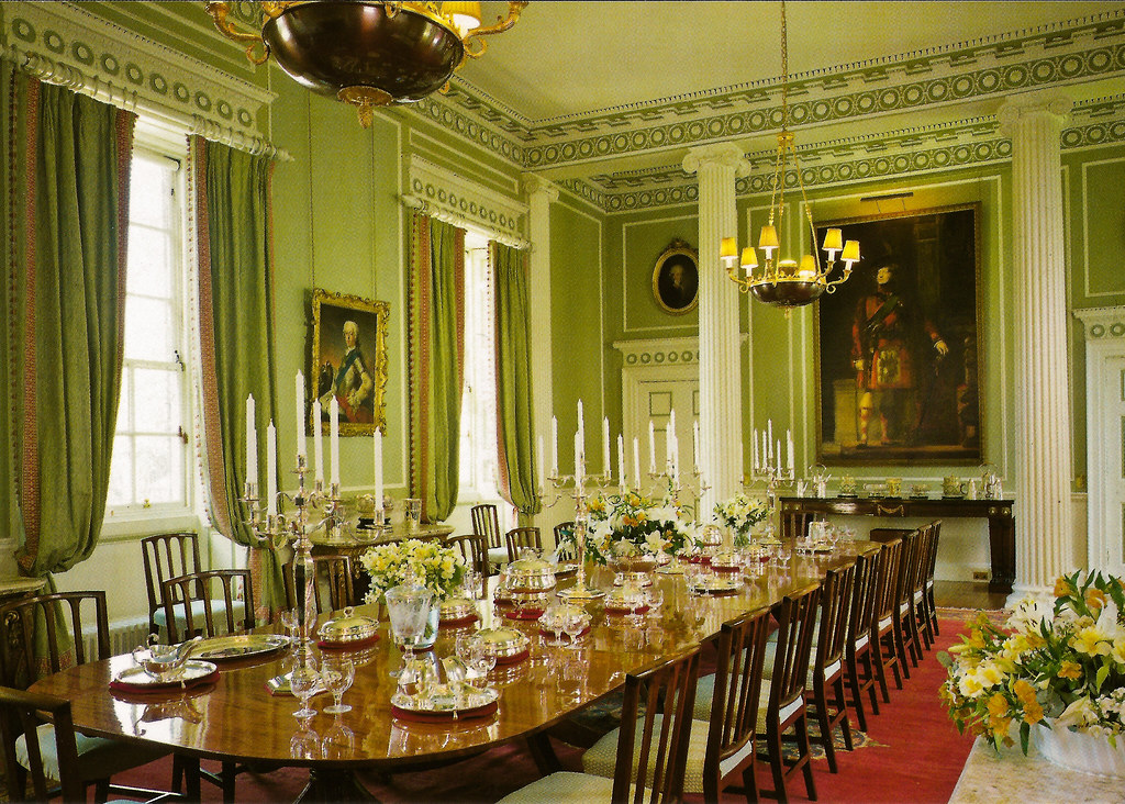 The royal dining room at the royal palace of holyroodhouse for Dining room c house of commons