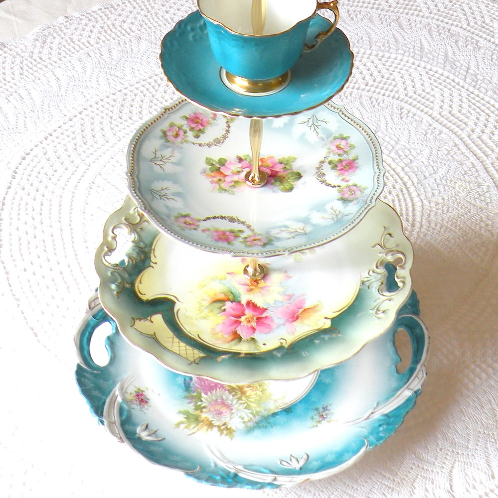 Cake Stand With Dome Murphys