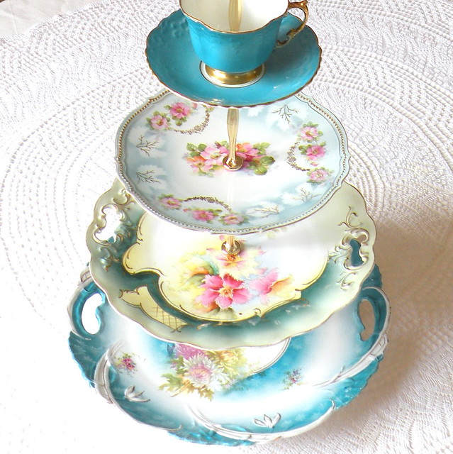 Cake Pedestal With Cover