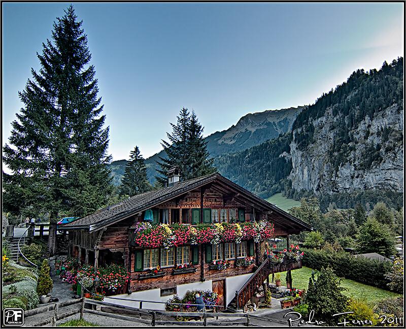 Suiza casitas de cuento lauterbrunnen flickr - Casas en los alpes suizos ...