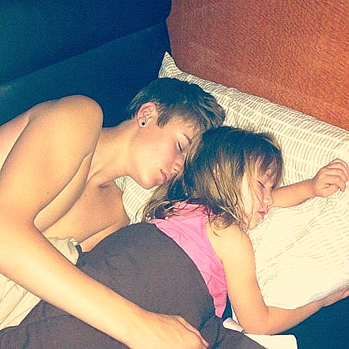 ... Bieber and Jazzy | Justin sleeping with his little si… | Flickr: http://www.flickr.com/photos/bmj97/6191618775/