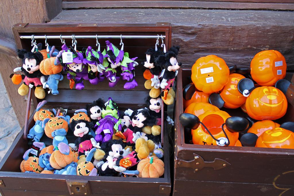 halloween merchandise at le coffre du capitaine by disney dan