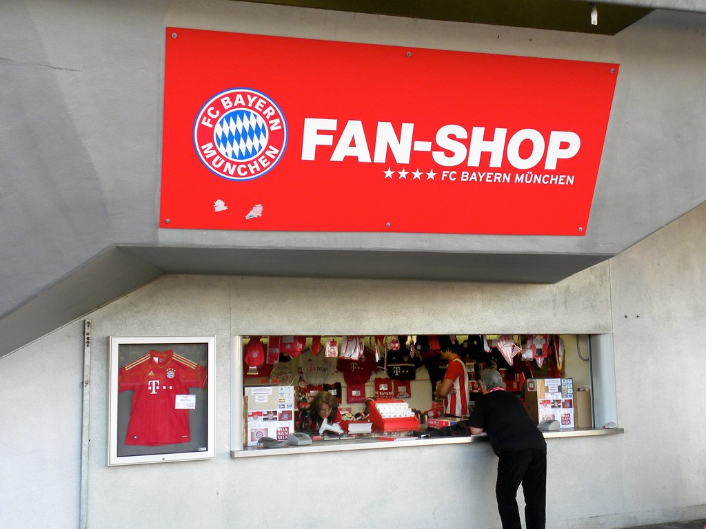 allianz arena fan shop jasonparis flickr. Black Bedroom Furniture Sets. Home Design Ideas