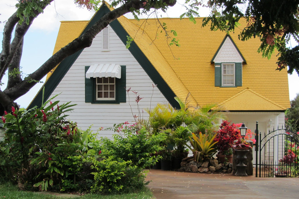 House with yellow roof, Matsonia Drive | House with yellow ...