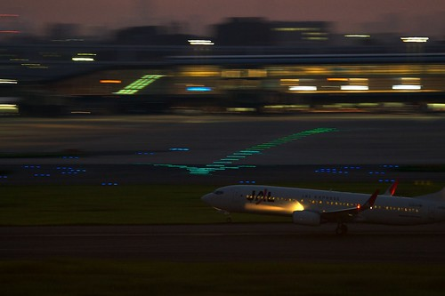 JAL Boeing 737-800 takeoff at night | by Shin½