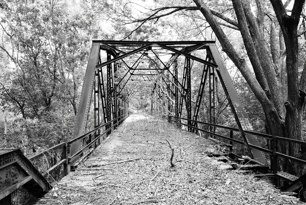 Abandoned Through Truss Bridge over Cummins Creek, FM 109 ...