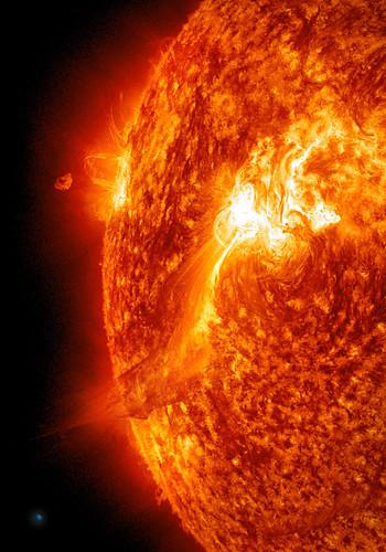 Large Solar Flare on 9/25/11 (SDO AIA304)   A good-sized ...