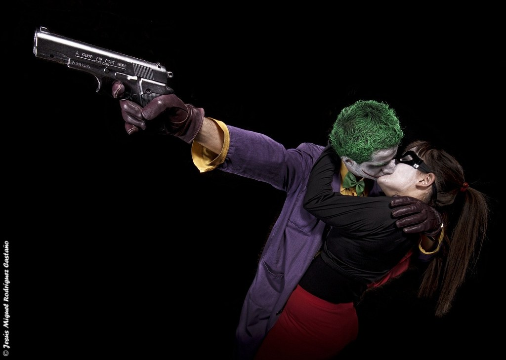 harley quinn and joker kiss - photo #14