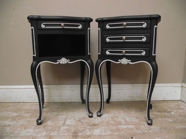 Vintage black white french bedside table old antique - Sillones retro vintage ...