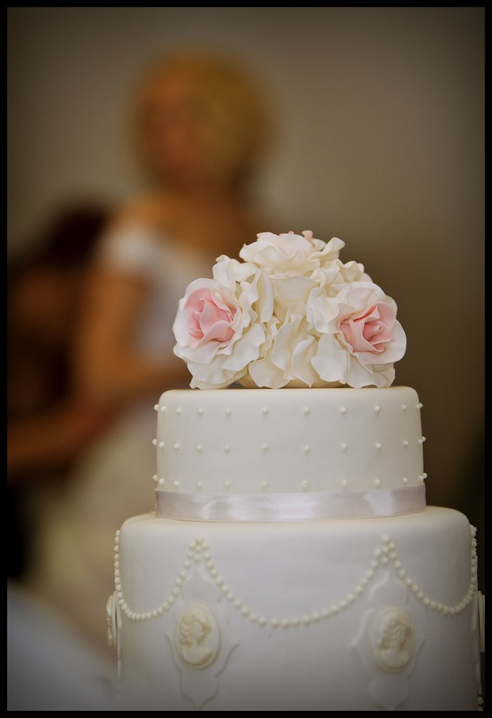 cameo wedding cakes wedding cake with cameo baerwald flickr 12331