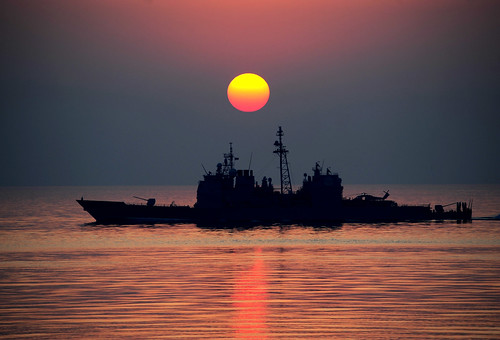 USS Mobile Bay (CG 53) transits the Arabian Gulf. | by Official U.S. Navy Imagery