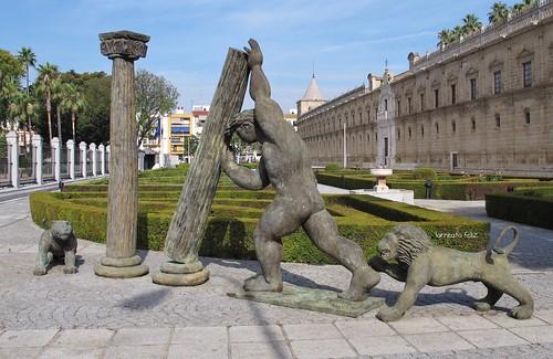 H rcules poniendo las columnas jardines del parlamento de andaluc a sevilla flickr photo - Jardines de hercules sevilla ...