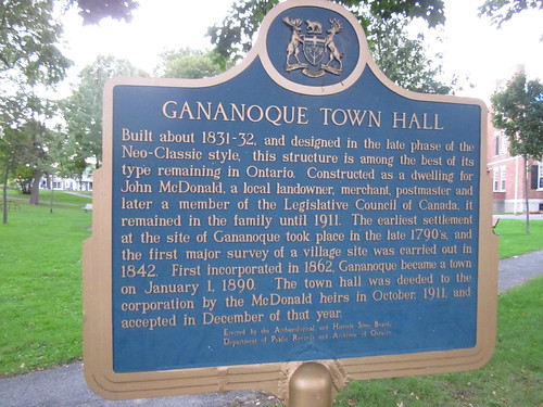 how to get to gananoque from toronto