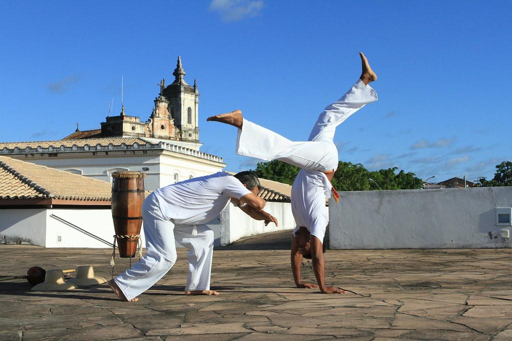 Capoeiran kirjava historia – tiesitkö tätä tanssia ja taistelua yhdistävästä lajista?