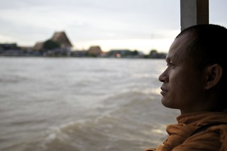 praya river... with a monk onboard a cruise | by JεffεrsφΩg