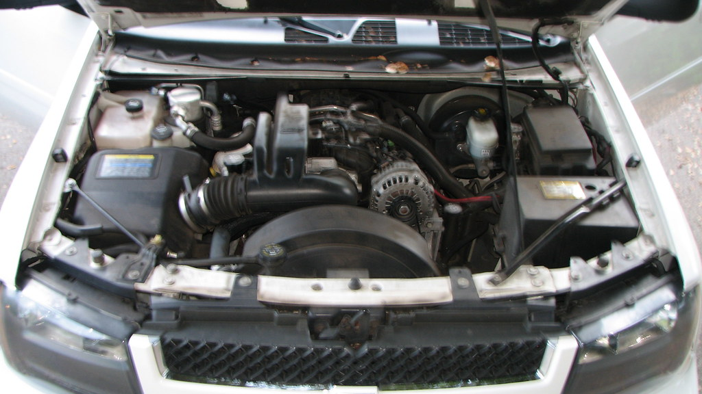 2006 Chevy Trailblazer Ext Engine Compartment Engine Compa Flickr