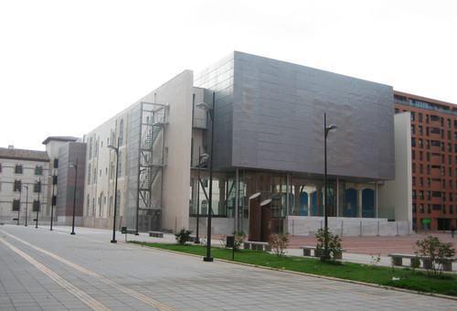 Biblioteca del c c san agust n burgos exterior flickr for Piscinas san agustin burgos