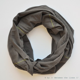 DIY infinity scarf | by // Between the Lines //