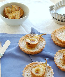 Little almond crostate with roast pears / Tortinhas de amêndoa com pêras assadas | by Patricia Scarpin