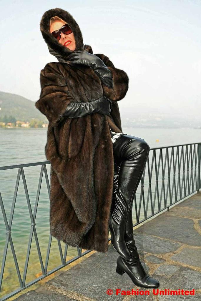 Woman in fur coat gets fucked car outdoor 6
