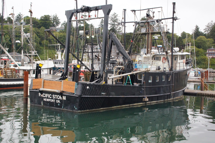 Pacific storm large fishing boat in newport oregon for Newport oregon fishing
