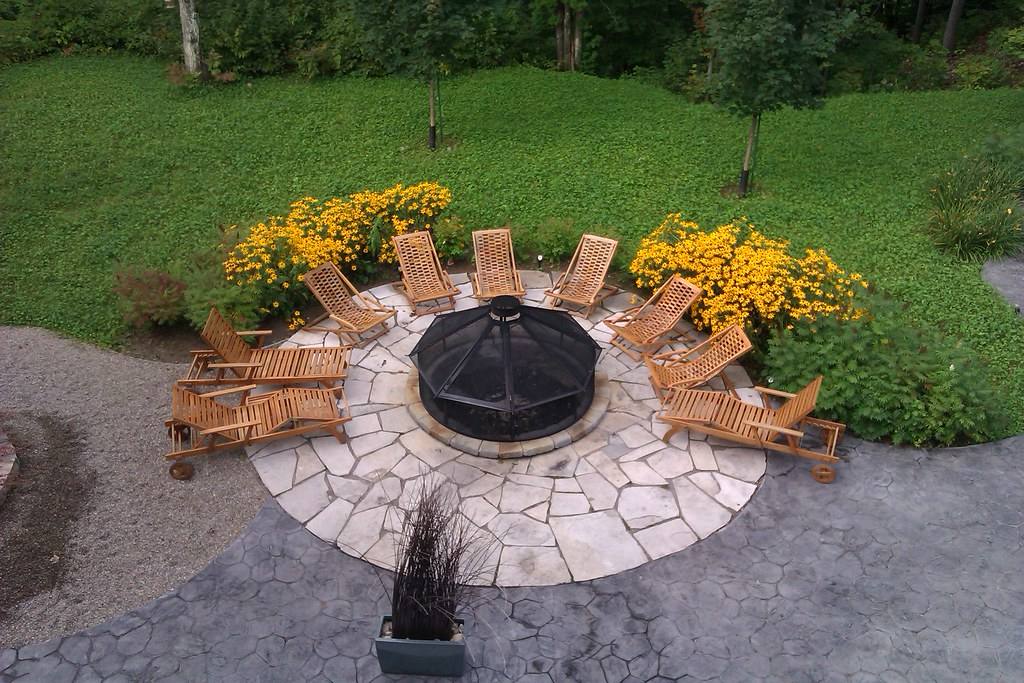 Foyer ext rieur agr menter de fleurs jaunes en septembre for Foyer exterieur